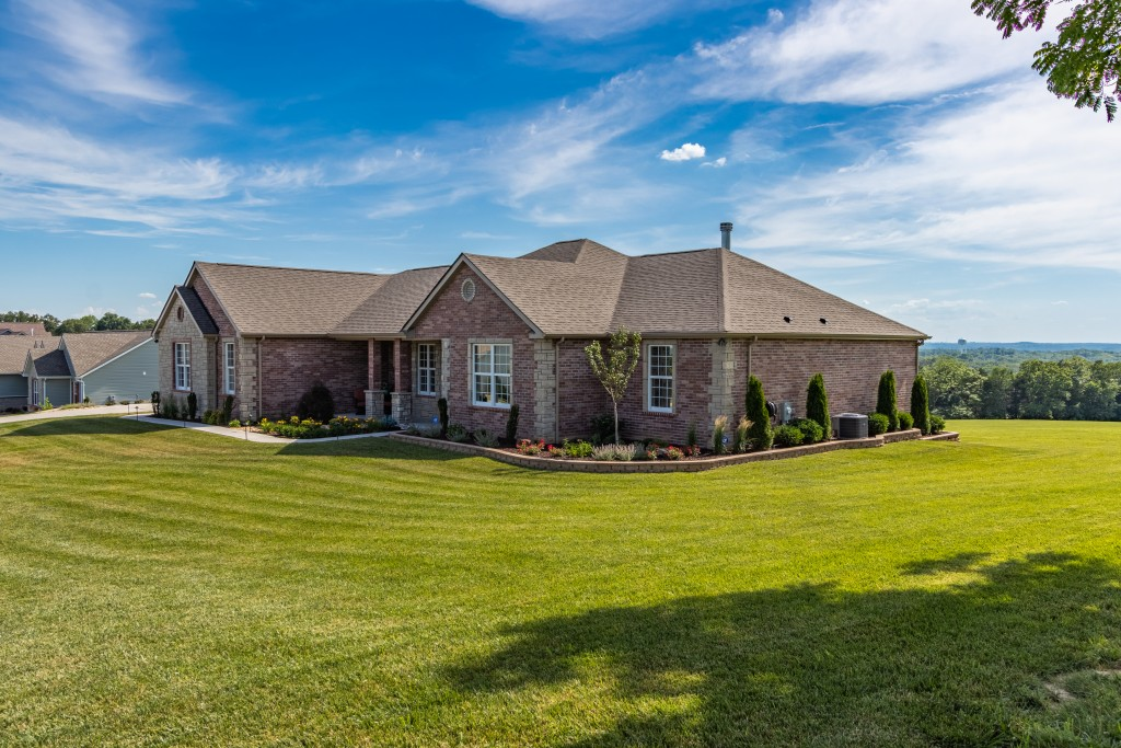 Real Estate Exterior Home In Missouri